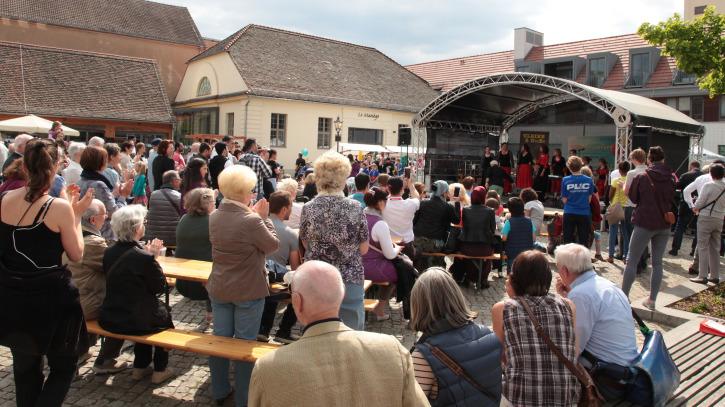 Willkommensfest für Flüchtlinge in Potsdam Kutschstallhof am Neuen Markt Foto Manfred Thomas